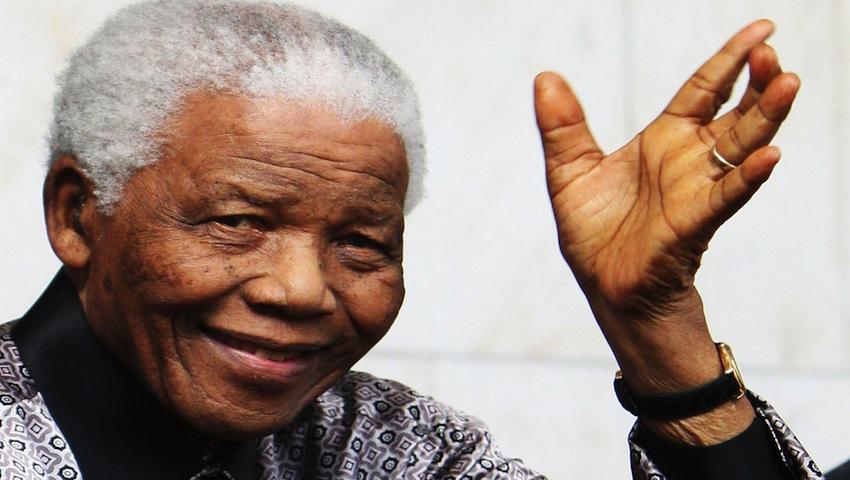 Nelson Mandela a murit
