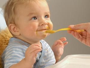 baby-eats-honey
