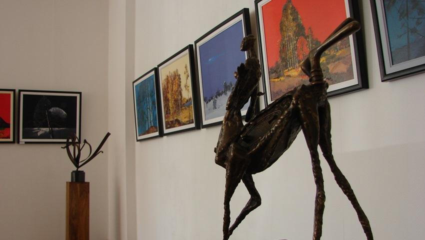 Doi artisti romani la Tiny Griffon Gallery