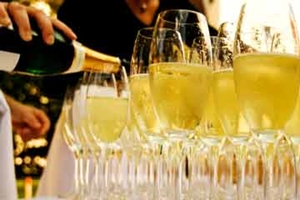 serve-champagne-1