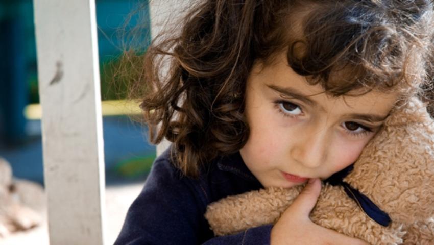 Despre familiaritate, nou şi teamă la copii