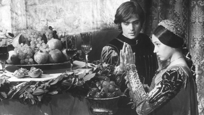 Julieta la 42, Romeo la 48